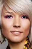 白肤金发的眼眉贯穿的面带笑容 免版税库存照片