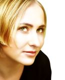 白肤金发的眼睛面对绿色妇女年轻人 免版税图库摄影