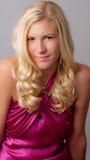 白肤金发的礼服粉红色妇女 免版税库存图片