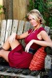 白肤金发的礼服红色妇女 免版税库存照片