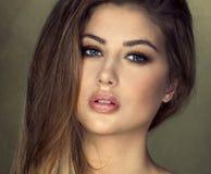 白肤金发的秀丽妇女画象  库存照片