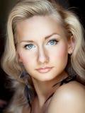 白肤金发的聪慧的可爱的照片妇女 库存照片