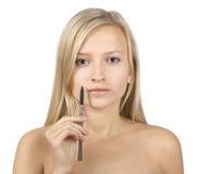 白肤金发的表面递她的解剖刀妇女年&# 库存图片