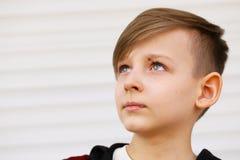 白肤金发的逗人喜爱的男孩 免版税图库摄影
