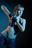 白肤金发的链妇女 免版税图库摄影