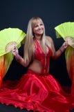 白肤金发的马戏逗人喜爱的舞蹈演员 免版税库存照片