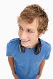 白肤金发的fisheye耳机学员查阅 免版税库存图片