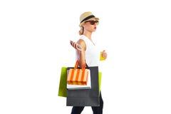 白肤金发的shopaholic妇女袋子和智能手机 免版税库存图片