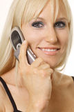 白肤金发移动电话微笑 免版税库存图片