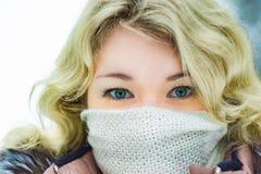 白肤金发美丽的俄国的女孩 图库摄影