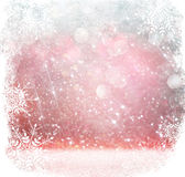 白色、红色和银色抽象bokeh光 与雪花覆盖物的defocused背景 免版税库存图片