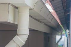 白色不锈的雨天沟 免版税库存图片