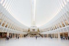 白色世界贸易中心驻地的Oculus内部在纽约 库存照片