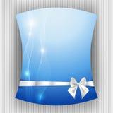 白色丝带和弓在蓝色背景 免版税库存照片