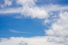 白色云彩,蓝天, 免版税库存图片