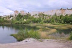 `白色井`的湖,在沃罗涅日市,俄罗斯附近的白垩猎物 图库摄影