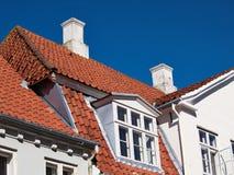 白色传统丹麦房子 免版税库存图片