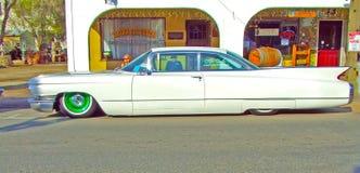 白色低车手卡迪拉克 免版税库存照片