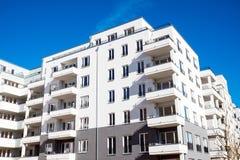 白色住宅群在柏林 库存照片