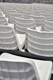 白色体育场位子 免版税库存图片