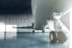 白色光滑的豪华普通设计私人喷气式飞机停车处照片在飞机棚机场 商务旅游图片 水平 皇族释放例证