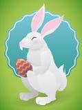 白色兔宝宝用一个逾越节鸡蛋为复活节假日,传染媒介例证 库存图片