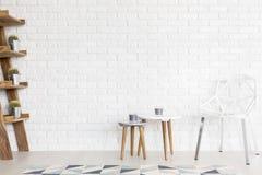 白色内部装备充满对现代形式的爱 免版税图库摄影