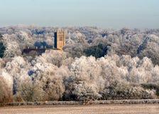 白色冬天霜的教会。 免版税库存照片