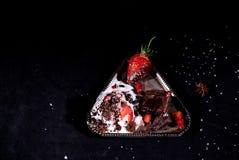 白色冰淇凌用巧克力和草莓 图库摄影