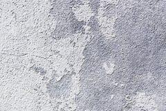 白色削皮油漆混凝土墙 库存图片