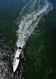 白色力量小船 库存图片
