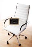 白色办公室椅子,黑板,职位空缺, 库存照片