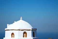 白色十字架在桑托林岛 免版税库存图片