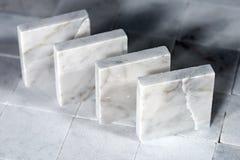 白色卡拉拉大理石方形的瓦片  免版税库存照片