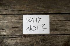 白色卡片顶上的看法与为什么的说谎在纹理的不是标志 库存照片