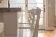 白色厨台椅子 免版税库存图片