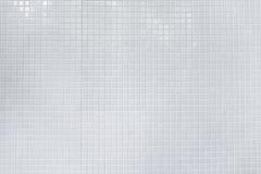 白色发光的瓦片墙壁 无缝的纹理和样式backgrou的 免版税库存照片