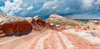 白色口袋,银朱的峭壁国家历史文物,亚利桑那 免版税库存照片