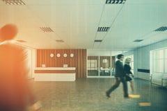 白色和木招待会,办公室大厅,人们 免版税库存图片