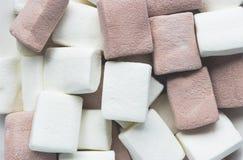 白色和棕色蛋白软糖顶视图  库存照片