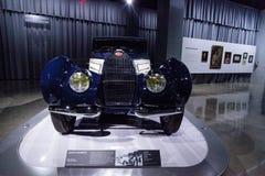 白色和深蓝1939年Bugatti类型57C Aravis 库存图片