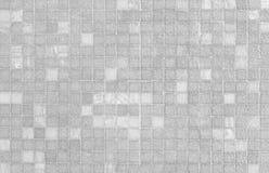 白色和灰色锦砖墙壁样式 免版税库存图片
