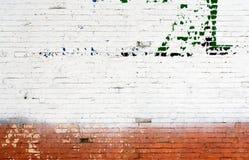 白色和红砖墙壁都市背景 免版税图库摄影