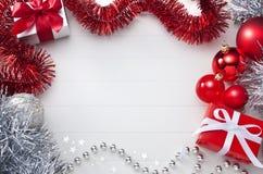 白色和红色圣诞节背景 库存照片