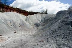 白色和红色对比土壤 图库摄影