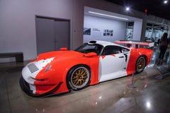 白色和红色1997年保时捷911 GT1 免版税库存照片
