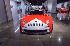 白色和红色1997年保时捷911 GT1 图库摄影
