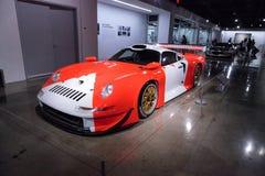 白色和红色1997年保时捷911 GT1 免版税图库摄影