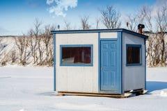白色和蓝色冰渔客舱 图库摄影