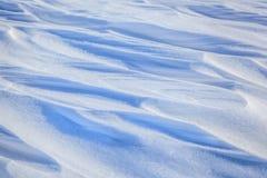 白色和蓝色雪冬天背景  图库摄影